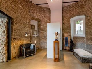 Cornelia Augustin Home Staging Коридор, прихожая и лестница в модерн стиле