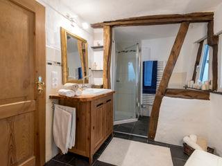 Cornelia Augustin Home Staging Ванная комната в стиле кантри
