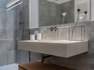 Ristrutturazione in centro storico Aire Studio Associato Bagno moderno