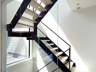 TERAJIMA ARCHITECTS/テラジマアーキテクツ Escadas Cinzento