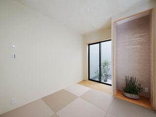 TERAJIMA ARCHITECTS/テラジマアーキテクツ Salas multimédia modernas