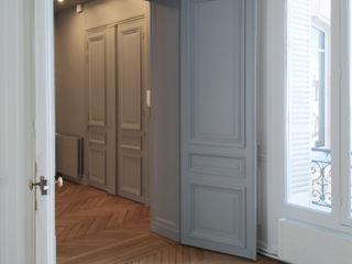 Division d'un grand appartement / Rénovation totale 270m² - Paris 8 A comme Archi Couloir, entrée, escaliers classiques Bleu