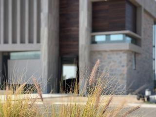 CASA BO. Arqcubo Arquitectos Casas unifamiliares Piedra Acabado en madera