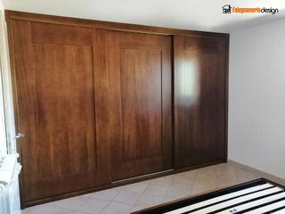 Armadio a muro in noce Falegnamerie Design Camera da letto in stile classico Legno Marrone