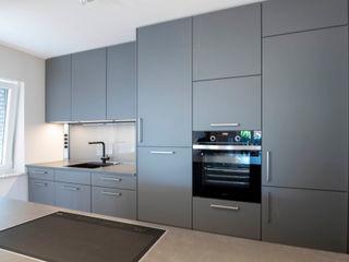 Küchenzeile mit Kochinsel Markus Wolf - Der Meister Einbauküche Grau