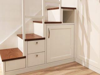 Monolocale classico Falegnamerie Design Scale Legno Bianco