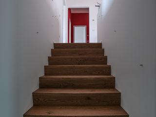 WBA Коридор, прихожая и лестница в эклектичном стиле Дерево