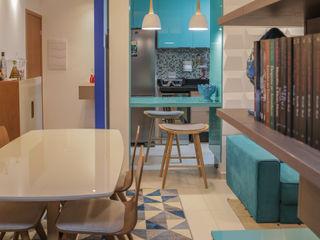Apartamento turquesa Camarina Studio Salas de jantar modernas Turquesa
