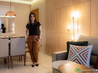 Apartamento clean e colorido Camarina Studio Salas de jantar modernas Ambar/dourado
