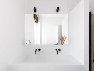 Cerra+Corbani Minimalist style bathroom