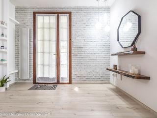 BIONDINA URBAN CHIC Debra Sacchetti Ingresso, Corridoio & Scale in stile moderno