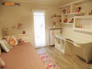 Cameretta completa su misura Falegnamerie Design Camera da letto in stile classico Legno Beige