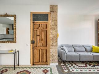 Home in Ruzafa tambori arquitectes 現代風玄關、走廊與階梯