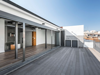 Penthouse in Valencia tambori arquitectes Modern style balcony, porch & terrace