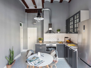 Home in Plaza Redonda tambori arquitectes Modern style kitchen