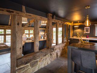 Manor Barn PTC Kitchens Вбудовані кухні Чорний