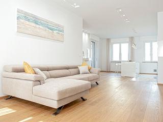 HUH (Hurry Up Home) Luca Bucciantini Architettura d' interni Soggiorno minimalista Legno Bianco