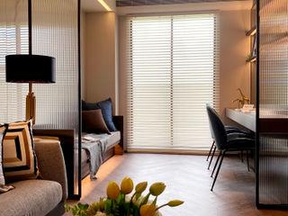 悠遊在溫柔的夢境海洋|布織百葉簾.訂製布簾紗簾 MSBT 幔室布緹 现代客厅設計點子、靈感 & 圖片 複合木地板 Wood effect