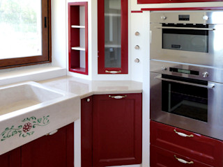 Cucina in muratura Falegnamerie Design Cucina in stile classico Legno Rosso