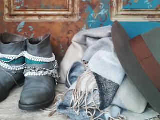 Anche gli stivali rovinati possono essere dipinti! Mobili a Colori ArteAltri oggetti d'arte Pelle Grigio