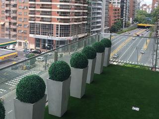 Create Little Green Space with Artificial Topiary Balls Sunwing Industries Ltd Espaços comerciais tropicais Plástico Verde