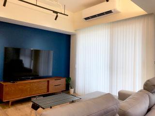 在陽光灑落的地方生活|柔紗直立簾 MSBT 幔室布緹 现代客厅設計點子、靈感 & 圖片 塑木複合材料 Blue