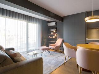 Traço Magenta - Design de Interiores モダンデザインの リビング 灰色
