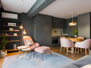 Traço Magenta - Design de Interiores モダンデザインの リビング ピンク