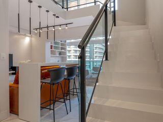 Spazhio Croce Interiores Couloir, entrée, escaliersEscaliers Porcelaine Blanc