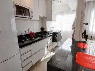 Raphael Civille Arquitetura Scandinavian style kitchen