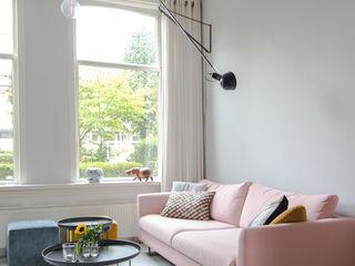 casa&co. Phòng khách phong cách Bắc Âu Pink