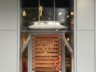 NUTELLA CAFE NYC CASATI INOX Ingresso, Corridoio & Scale in stile moderno Ferro / Acciaio Metallizzato/Argento