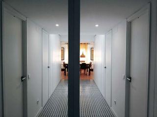 Apartment in Carabanchel Simona Garufi Pasillos, vestíbulos y escaleras de estilo moderno