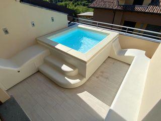 Piscina ideale per il tuo terrazzo si chiama Spaspace® Aquazzura Piscine Balcone, Veranda & Terrazza in stile moderno