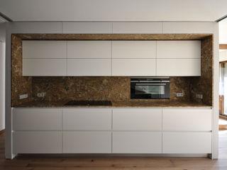 DoA diseño original, arquitectura 置入式廚房 Amber/Gold
