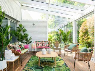 Decoración de terraza interior Sube Interiorismo Balcones y terrazas de estilo tropical Verde