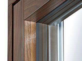 Neues Design von Kneer-Südfenster: Flächenbündige Aluminium-Holz-Fenster mit schmalen Profilen Kneer GmbH, Fenster und Türen Holzfenster