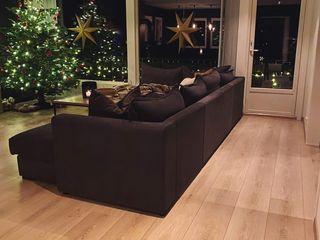 Stylish Open plan living room, London STAAC Moderne Wohnzimmer Fliesen Schwarz