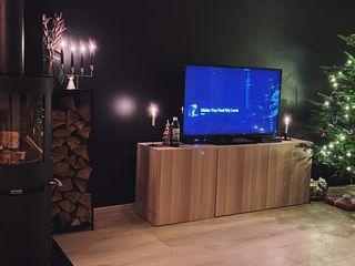 Stylish Open plan living room, London STAAC Moderne Wohnzimmer Holz Schwarz