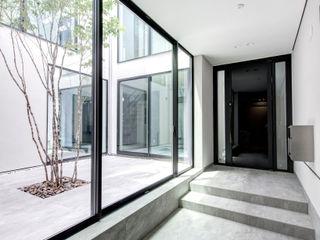 TERAJIMA ARCHITECTS/テラジマアーキテクツ Corredores, halls e escadas modernos