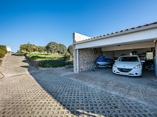 Janine Martins - Consultora Imobiliária | Arquitecta | Home Staging Classic style garage/shed