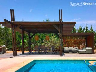 NavarrOlivier Balkon, Beranda & Teras Modern Kayu Wood effect