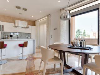 My eternity - Progettazione e ristrutturazione di un appartamento di 130 MQ | Ristrutturazione Roma Centro storico Gruppo Castaldi | Roma Cucina moderna Marmo Ambra/Oro