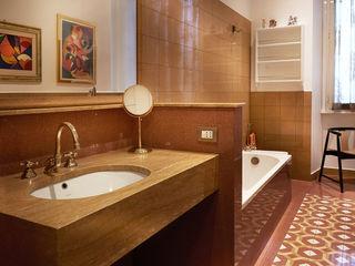 Atmosfere - Progettazione e ristrutturazione appartamento Roma zona Prati - 190 mq Gruppo Castaldi | Roma Bagno in stile classico Marrone