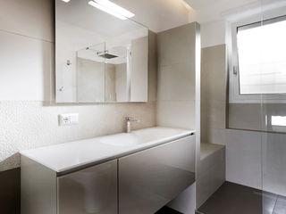 Blanche - Progettazione e ristrutturazione appartamento Roma EUR Gruppo Castaldi | Roma Bagno minimalista Beige