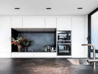 08023 Architects Modern style kitchen
