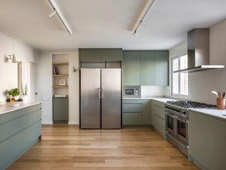 Home in Ciudad Universitaria tambori arquitectes Built-in kitchens Green