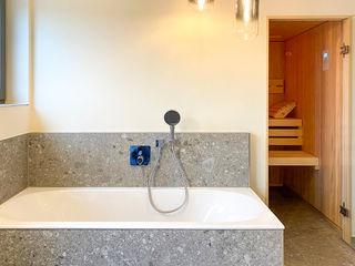 Perfekte Sauna-Integration im Bad   KOERNER Saunamanufaktur KOERNER SAUNABAU GMBH Sauna