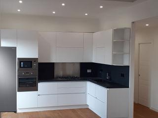 Realizzazione Open Space appartamento in Roma con applicazione decorativo Fili di Seta Giorgio Graesan Ma.Ni. Ristrutturazioni Cucina attrezzata Bianco