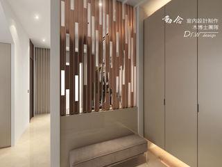 匆匆忙後的幽靜--南屯區透天別墅 木博士團隊/動念室內設計制作 現代風玄關、走廊與階梯